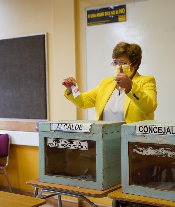 """Ruth Castillo es la primera candidata a alcaldesa en votar: """"Fui la primera en votar y el domingo confío que seré la primera en el recuento de votos"""""""